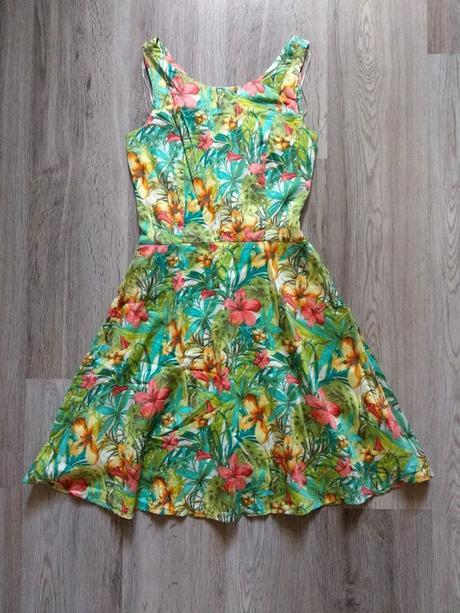 Šaty s tropickým vzorem Orsay.  - Obrázek č. 1