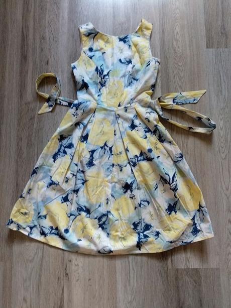 Kouzelné šaty s květinami - Obrázek č. 1