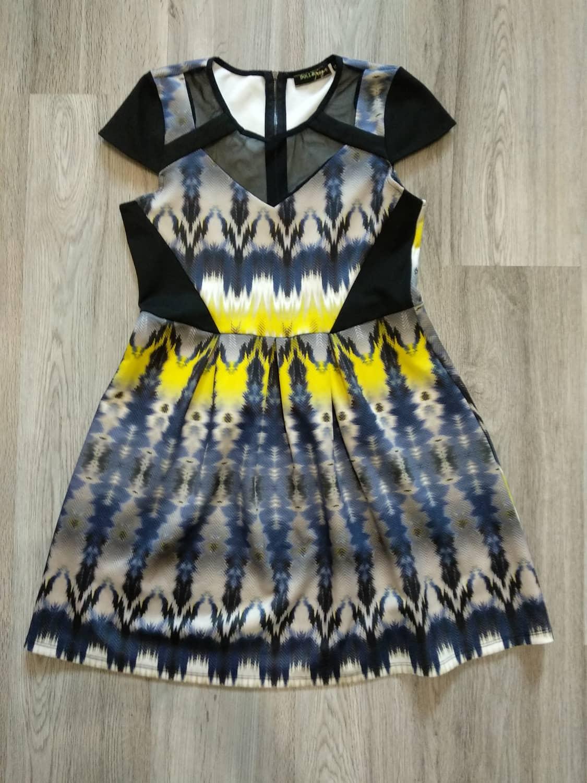 Zajímavé barevné šaty - Obrázek č. 1