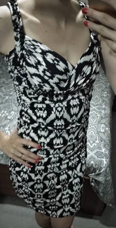 Zajímavé černobílé šaty - Obrázek č. 4