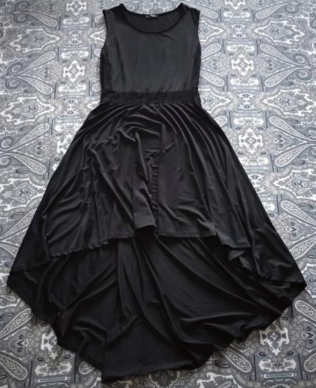 Dlouhé černé šaty s krajkou na břichu vzadu delší - Obrázek č. 1