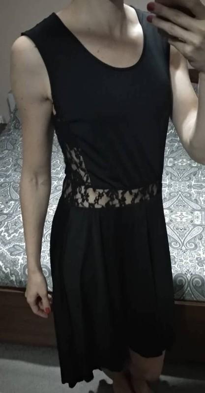 Dlouhé černé šaty s krajkou na břichu vzadu delší - Obrázek č. 4