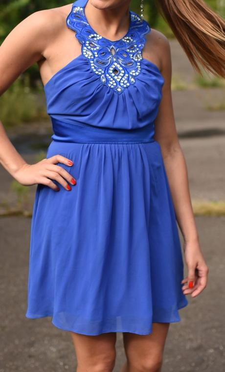 Modré šaty se zajímavým dekoltem - Obrázek č. 1