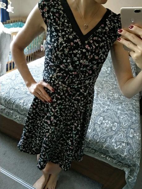 Šaty s kytičkami. - Obrázek č. 1