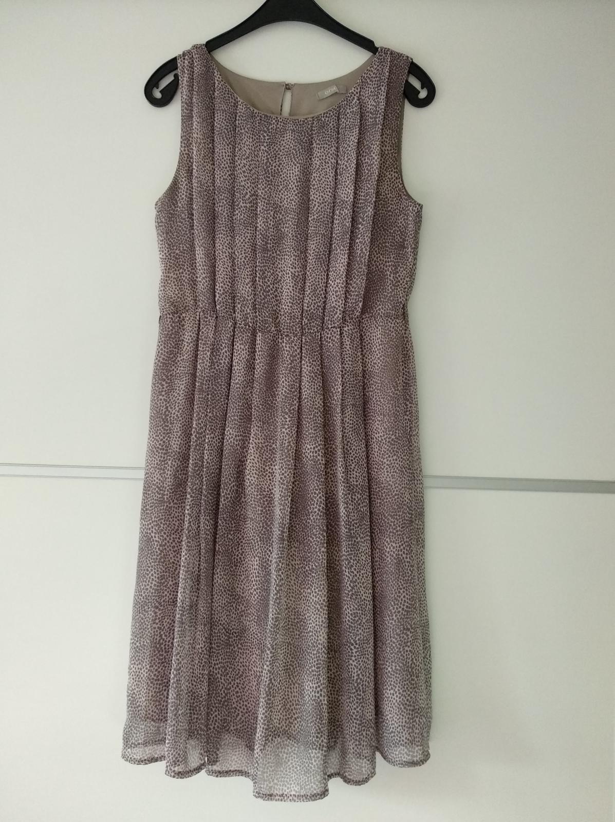 Zajímavé šaty - Obrázek č. 1