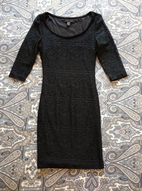 Černé krajkové šaty. - Obrázek č. 1