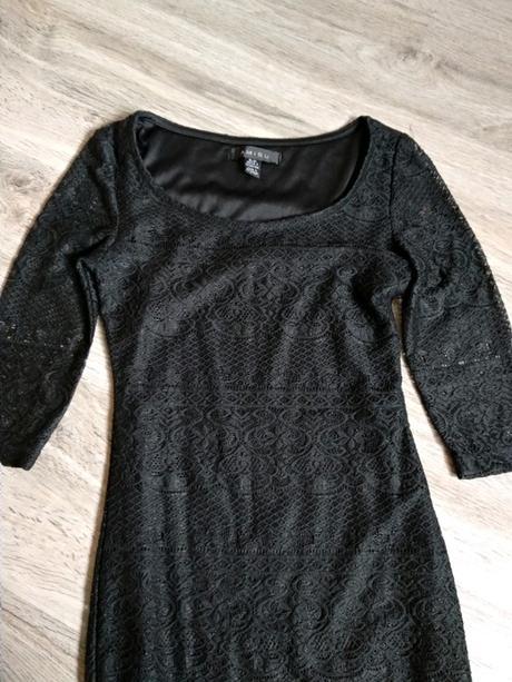 Černé krajkové šaty. - Obrázek č. 2