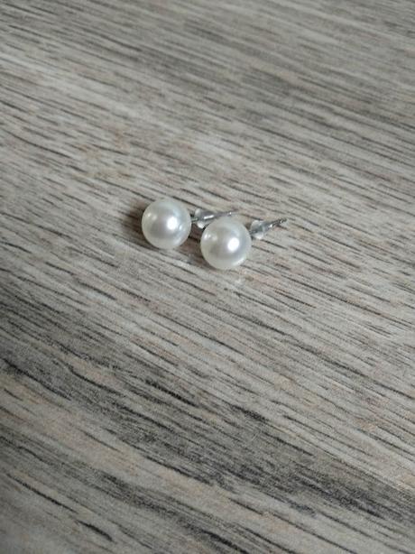 Náušnice - bílé perly do uší. - Obrázek č. 1