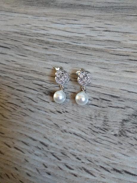 Elegantní náušnice s bílou perličkou - Obrázek č. 1