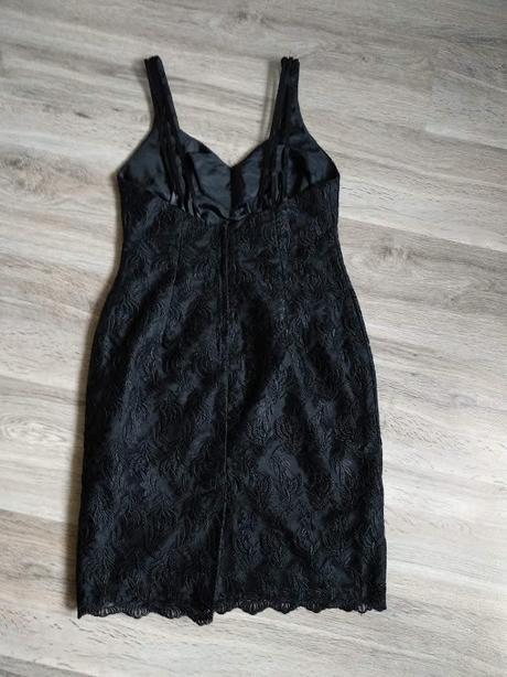 Večerní černé šaty se vzorem listů - Obrázek č. 2