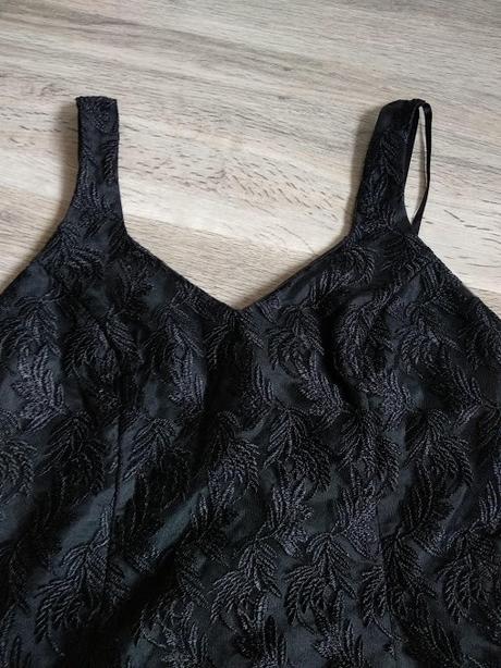 Večerní černé šaty se vzorem listů - Obrázek č. 3