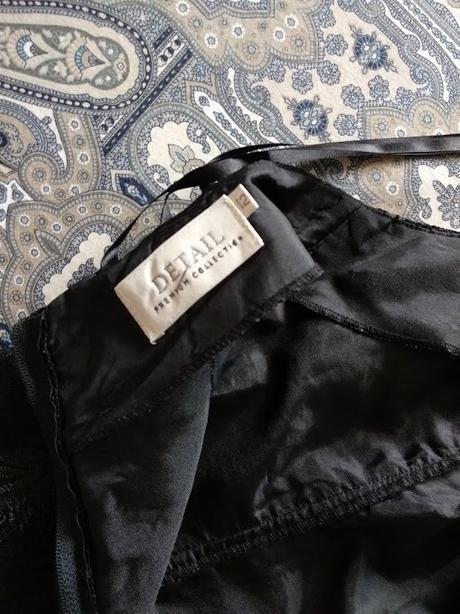 Večerní černé šaty se vzorem listů - Obrázek č. 4