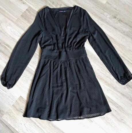 Černé puntíkované šaty. - Obrázek č. 2