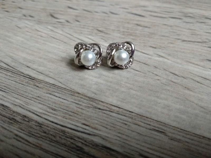 Náušnice s bílou perlou. - Obrázek č. 1
