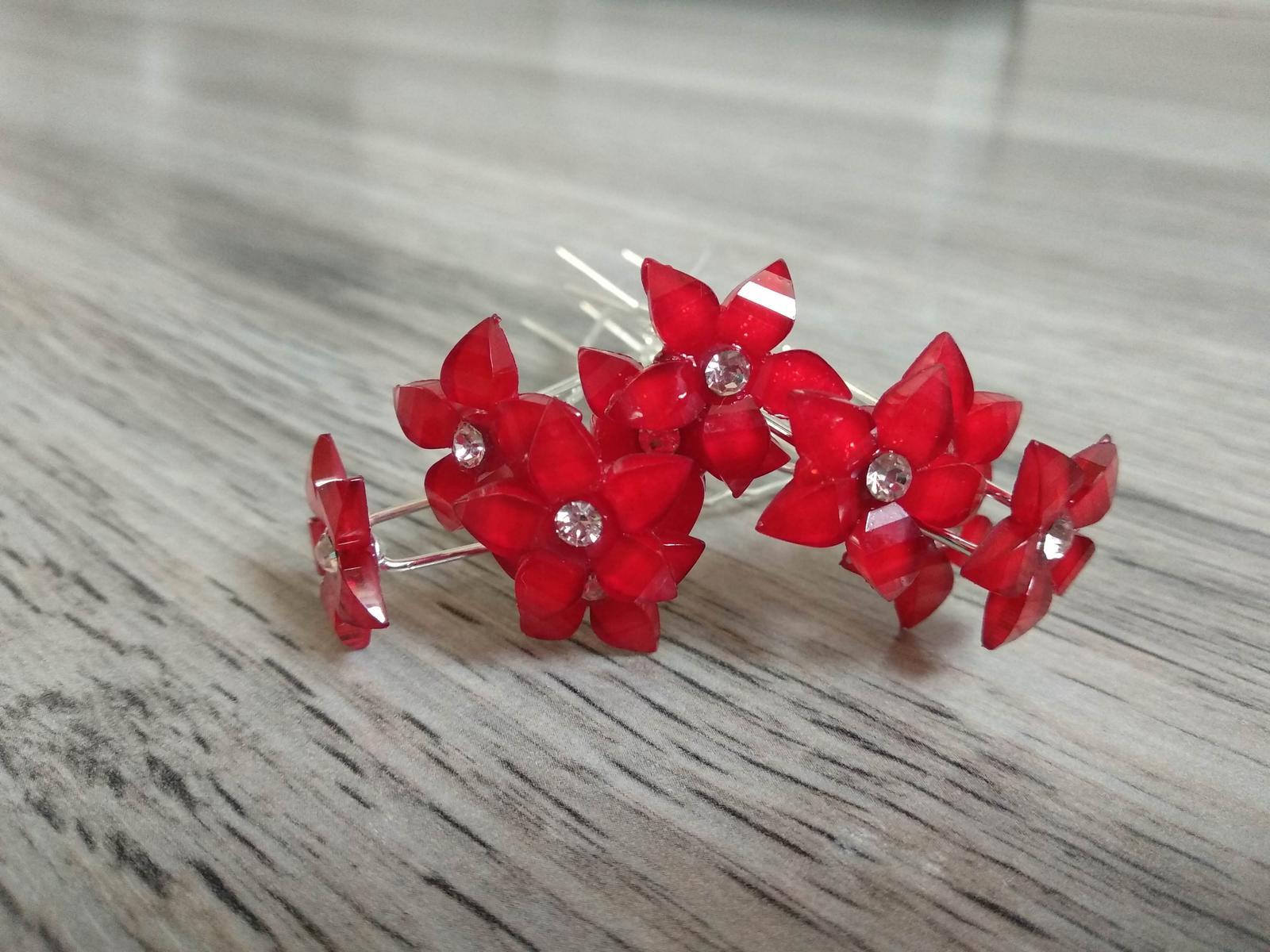 Červené květy do vlasů, 10 ks - Obrázek č. 1