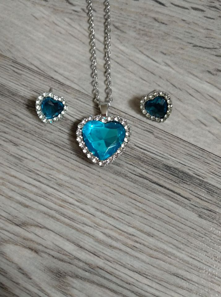Set náušnic s náhrdelníkem - srdce. - Obrázek č. 1