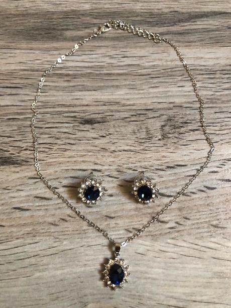 🌸Set náušnic a náhrdelníku s tmavě modrým kamínkem🌸 - Obrázek č. 1