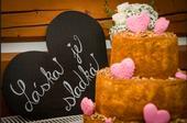"""Srdce s křídovým nápisem - """"Láska je sladká"""" ,"""