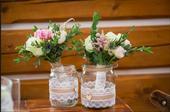 Vázy s krajou, jutou a dřevem,