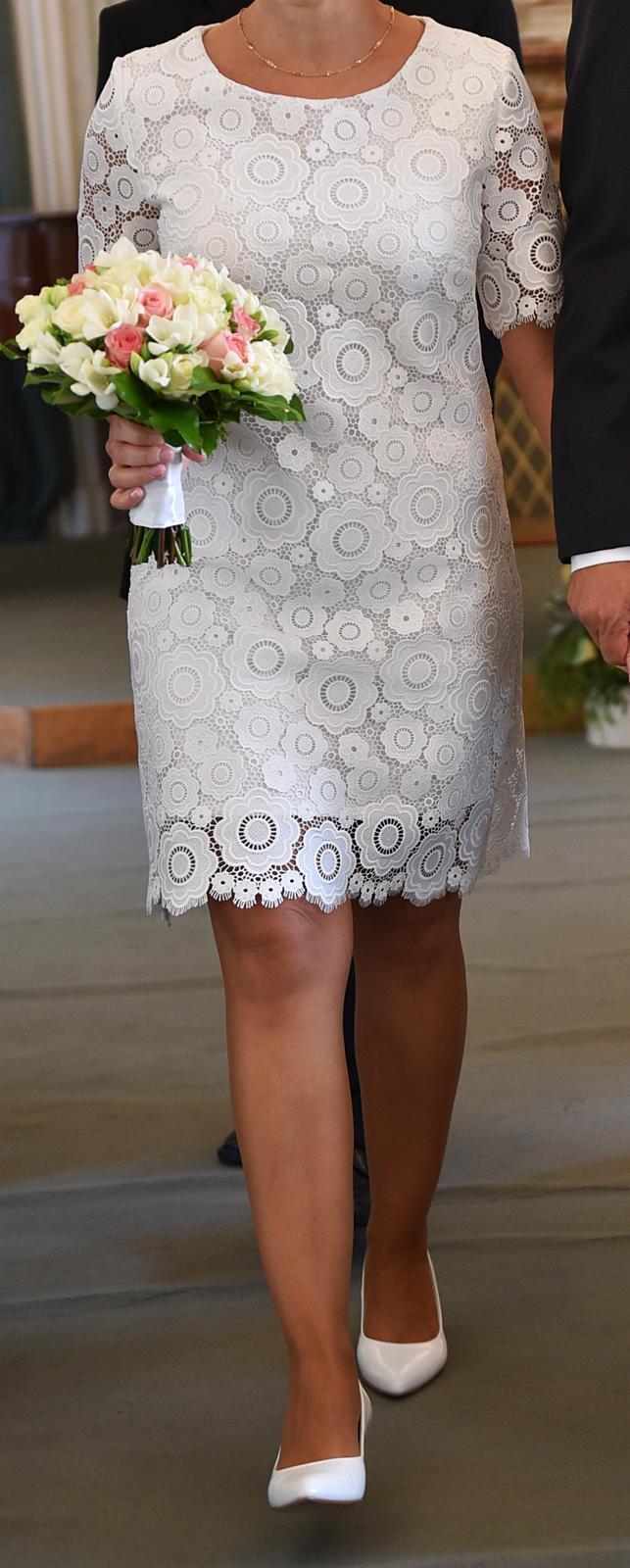 Krajkové svatební šaty ke kolenům - Obrázek č. 1