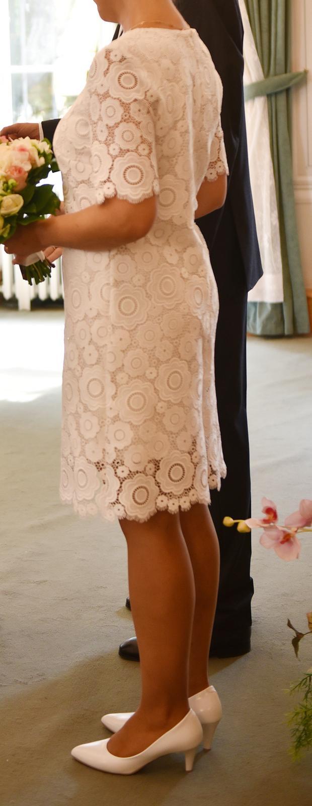 Krajkové svatební šaty ke kolenům - Obrázek č. 2