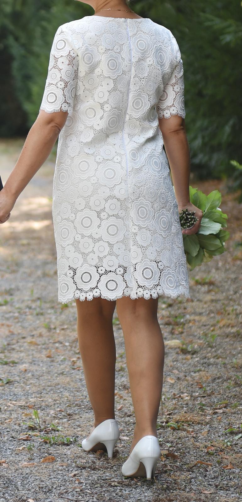 Krajkové svatební šaty ke kolenům - Obrázek č. 3