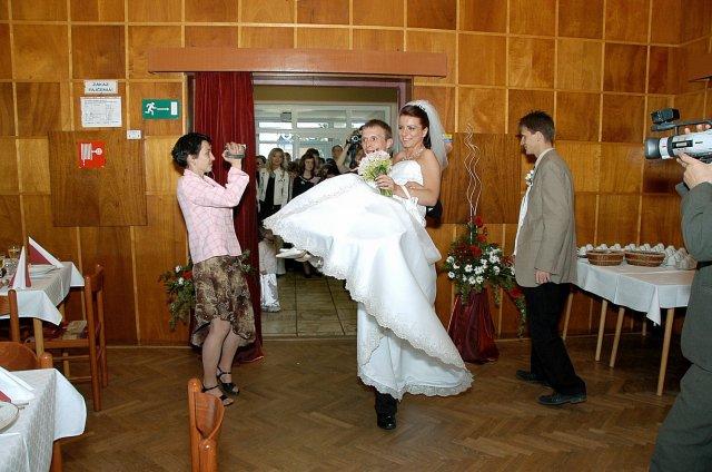 Oľga Szabóová{{_AND_}}Bedrich Deyer - ... k stolu na rukách...