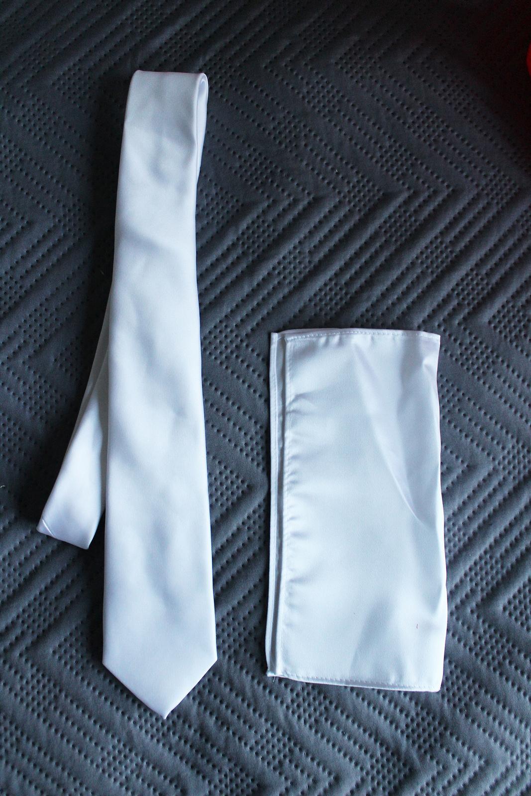 Biela saténová kravata a vreckovka do saka - Obrázok č. 2