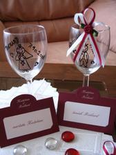 jmenovky na stůl a naše skleničky.....