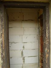 pracně zazděné dveře, které budeme opět vybourávat :oD