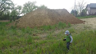 kopka hliny z 1/2 pivnice