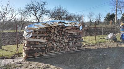 3.12.2016 - 5 m3 dreva ulozene na svojom mieste