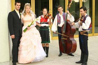 s muzikantami)))ale dobre hrali