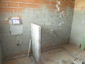 Pohled na záchod a umyvadlo