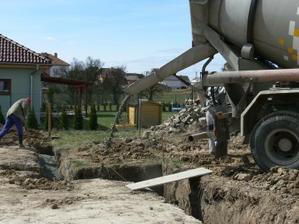 8. 4. 2011Mix - betonování