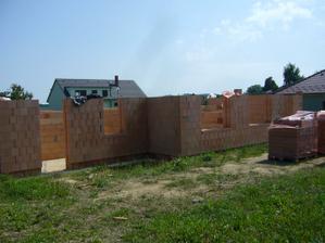 21.8.2011-Pohled ze zahrady