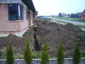 17.-20.11.2011- Výkopy pro elektriku, plyn,vodu odpady