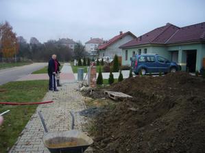 Náš elektrikář, trochu jako pan Lorenc :o))))-hlavně že ví, co se má dělat...