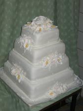 takuto predstavu mame o hlavnej svadobnej torte ale z mensimi upravami