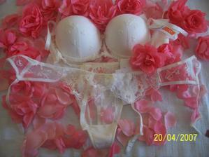 ...a prádelko pod šatičky, na těle vypadá ještě lépe ;-)