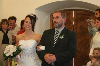 a nevěsta samozřejmě s tatínkem :-)