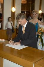 svědkovo podpísek a ještě paní oddávající a už je to uděláno už je to hotovo