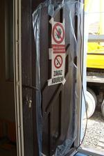 ano, bezpečnostní cedule je zákon a všichni jej dodržovali .-)