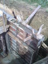 múr na vonkajšie schodisko