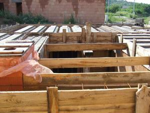 7.8.2010 tu budú schody