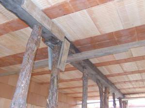 podstojkovaný vrchný strop