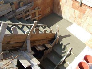3.4. 2011 hotové schodisko