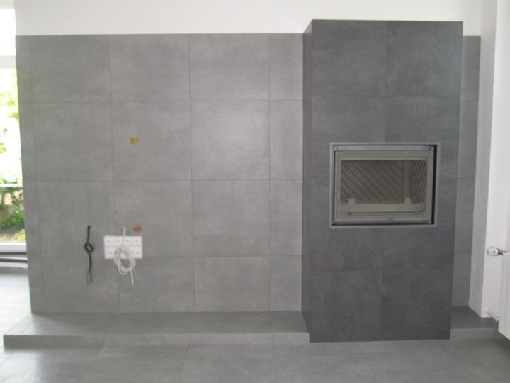 Konečně máme obložený i krb a stěnu pro televizi :)