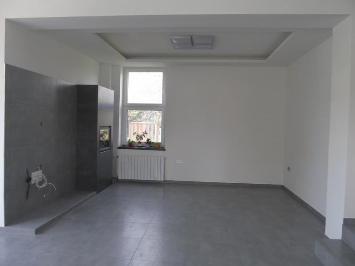 Naše bydlení - Jedna strana obýváku..