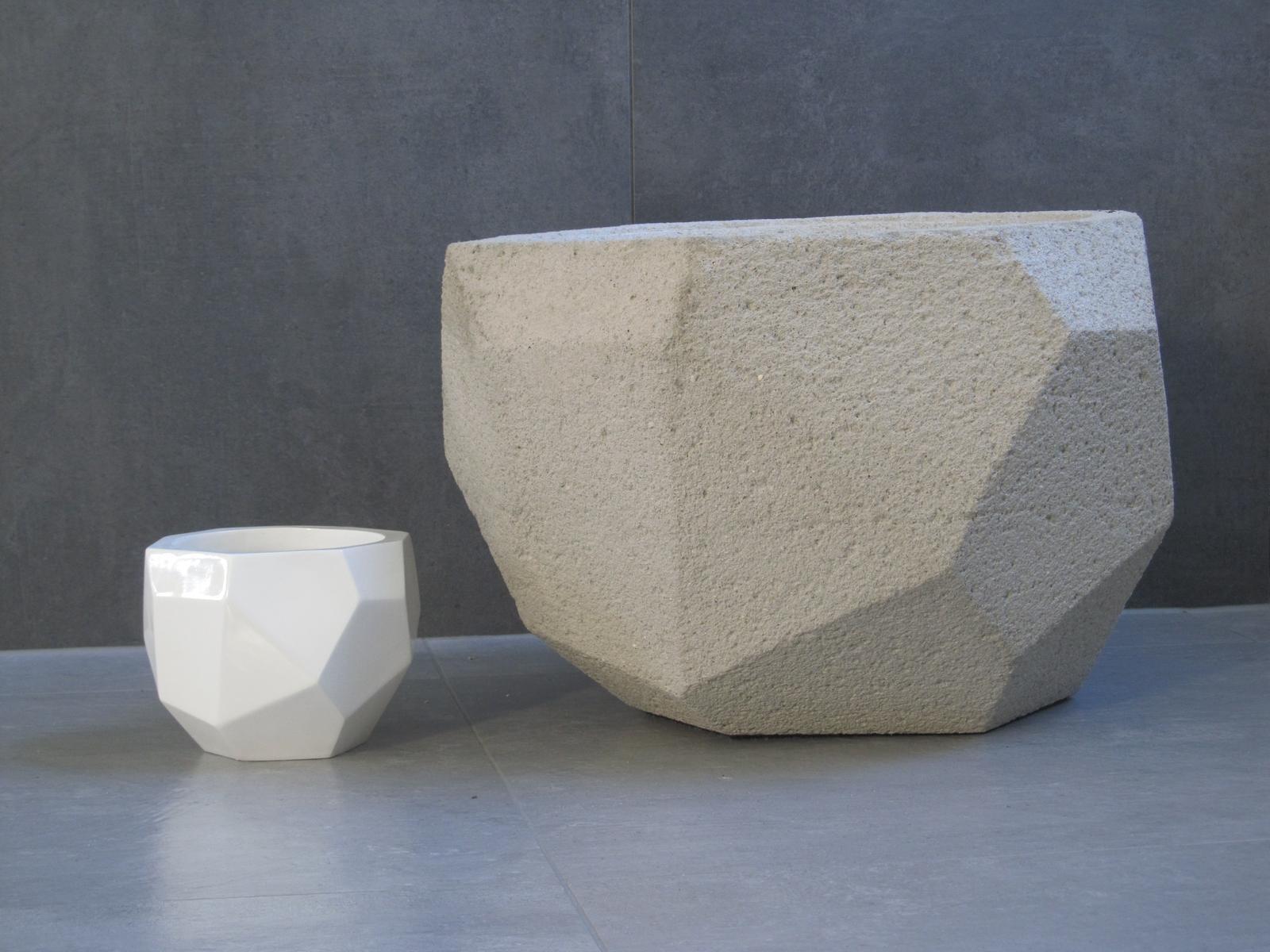 Naše bydlení - květník od Madam Stoltz má většího bráchu :-) super nápad jak využít beton :-)